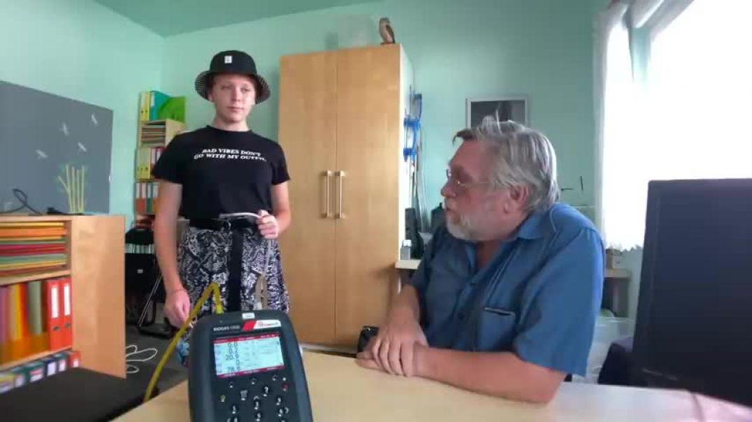 Kohlendioxid-Test mit Ing. Dr. Helmut Traindl - Mund-Nasenschutz ungesund!