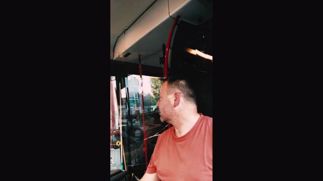 バス運転手、立ち上がる
