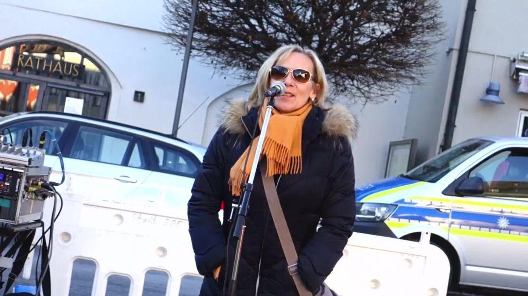 Drei mutige Frauen stehen auf! #Demo in #Ebersberg 22.11.20