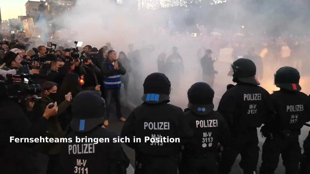 Leipzig Umzug Blockade Durchbruch Zeitlupe Querdenken Demo Augustusplatz 07.11.20