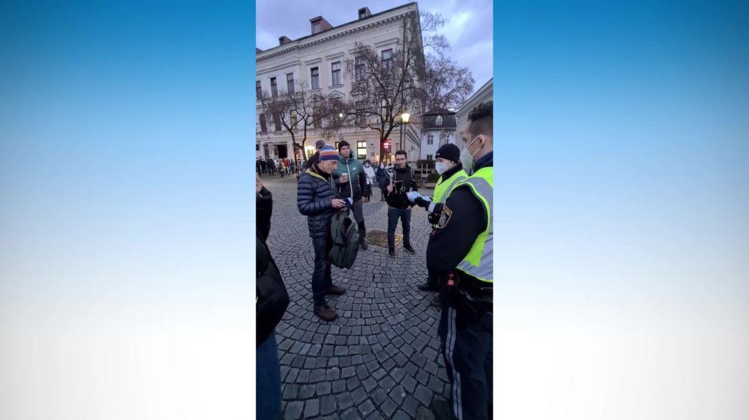 Polizeianzeige wegen fehlendem MNS bei Demo in Baden (NÖ)