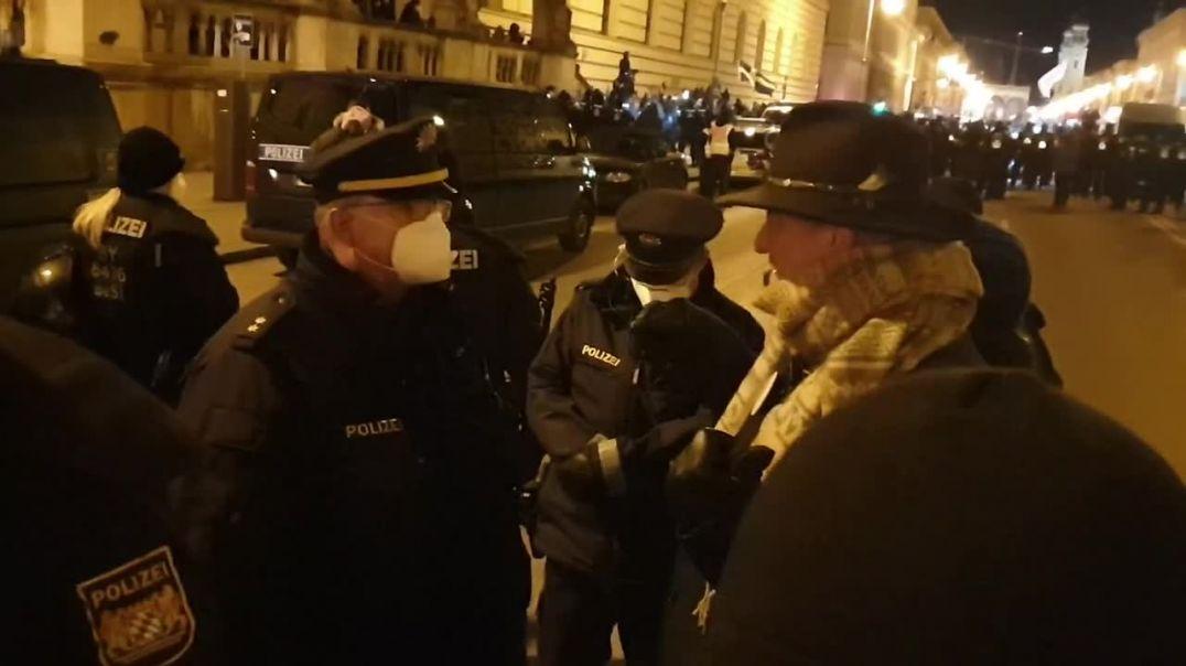 Hauptkommissar AD Hilz klärt verantwortlichen Polizist auf