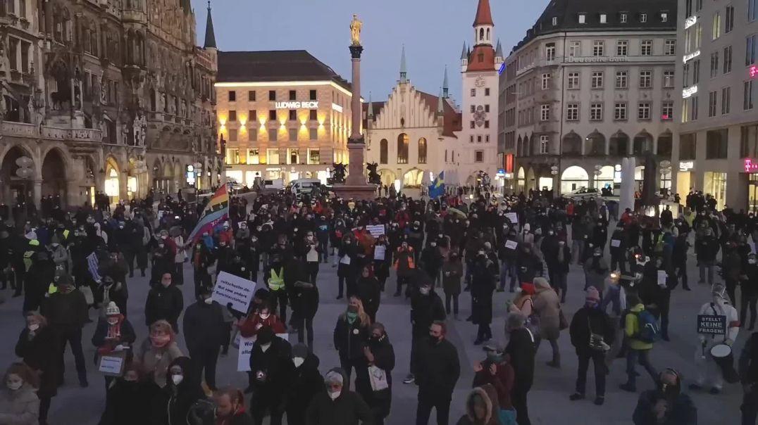 25000 Stimmen sind erreicht - Bay. Landtag auflösen - Demo München Marienplatz 28.02.21