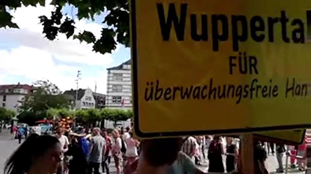 Fest für Freiheit und Frieden - Demos live aus Stuttgart, Berlin und bundesweit für Grundrechte