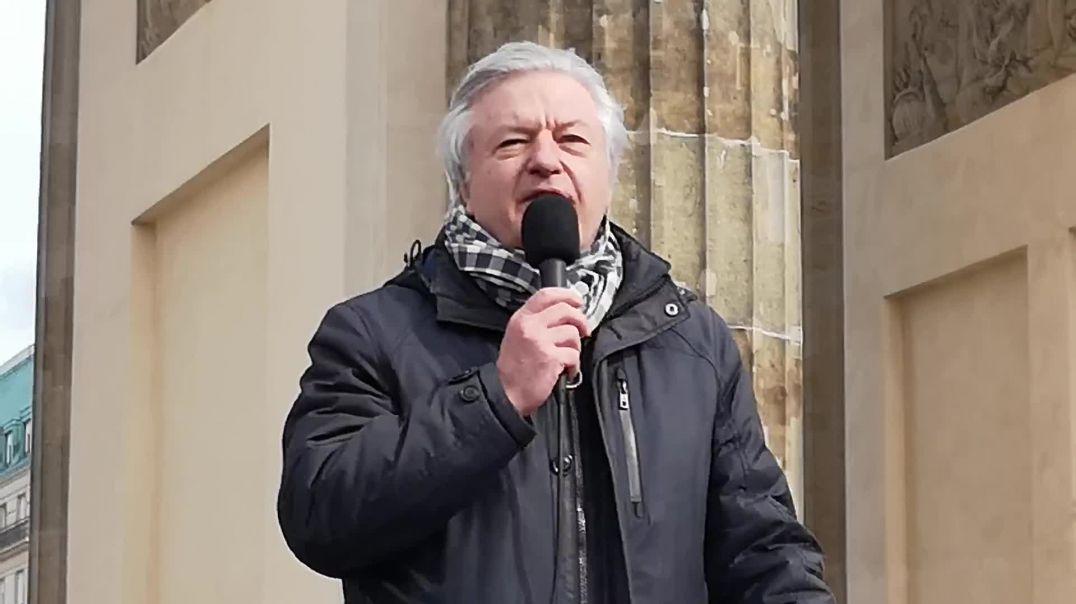 Jürgen Elsässer von Compact Demo Berlin Brandenburger Tor 05.04.21