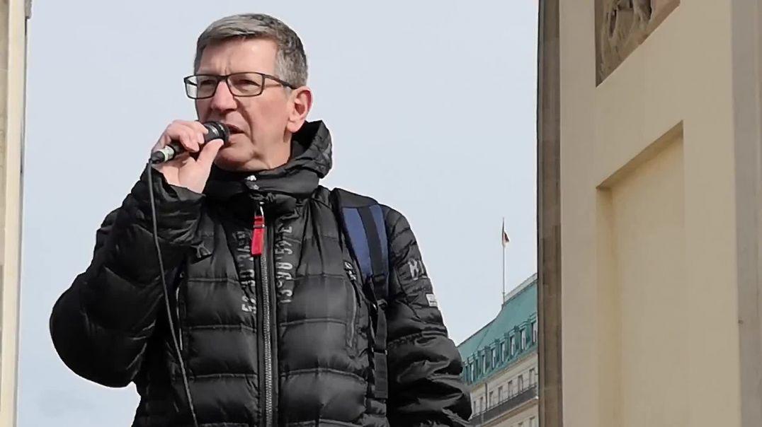 Kriminalhauptkommissar Michael Fritsch Demo Berlin Brandenburger Tor 05.04.21