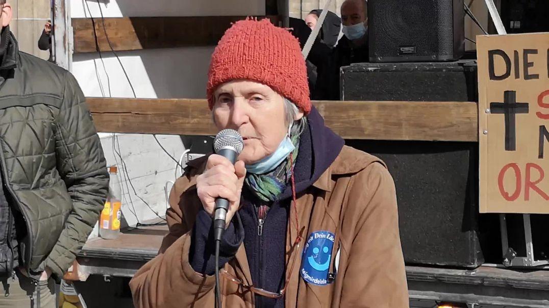 Freiheitskämpferin mit 78 Jahren - Demo Berlin Brandenburger Tor 03.04.21