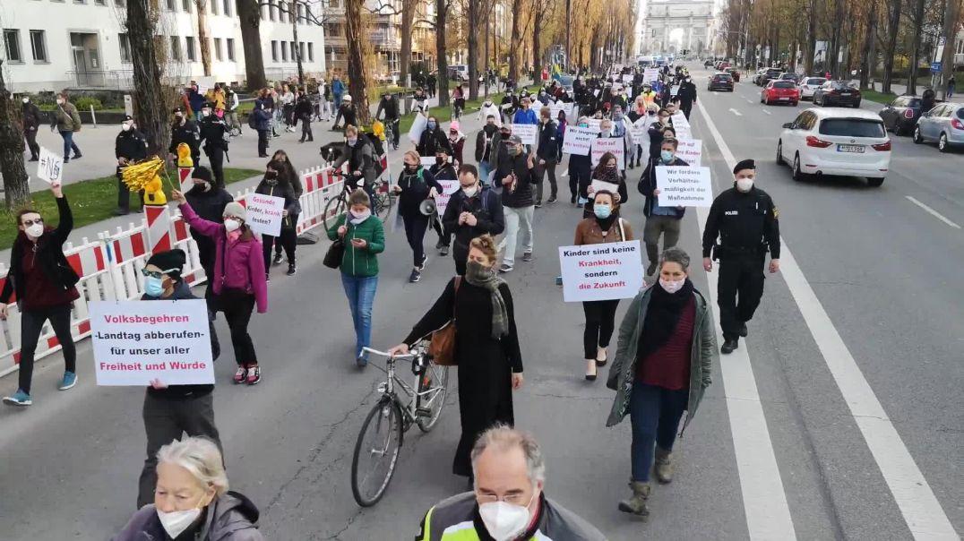 Demo und Umzug München Odeonsplatz bis Münchner Freiheit 21.04.21