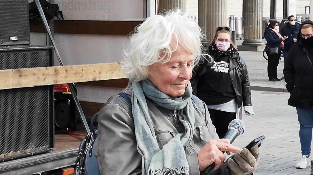 Ältere Generation mit ihren Forderungen - Demo Berlin Brandenburger Tor 03.04.21