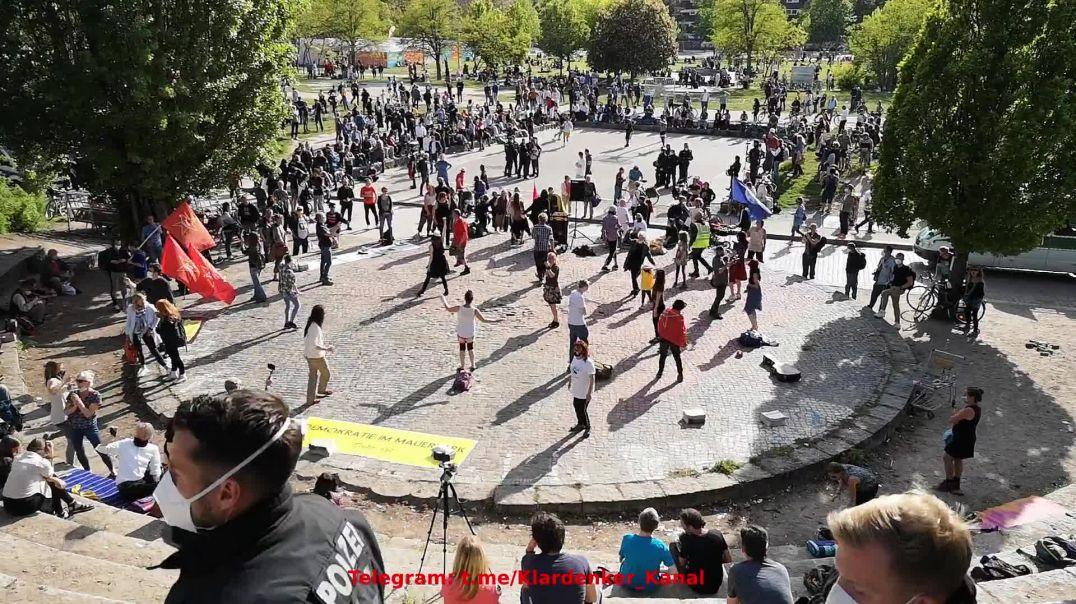Pfingsten in Berlin Demokratie im Mauerpark - Freedom Parade 23.05 und 24.05