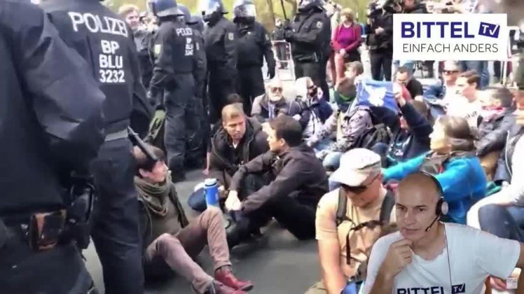 LIVE - BERLIN - Grundrechte - 3